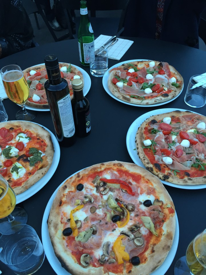 Più mit Pizzas günstig MIttagessen