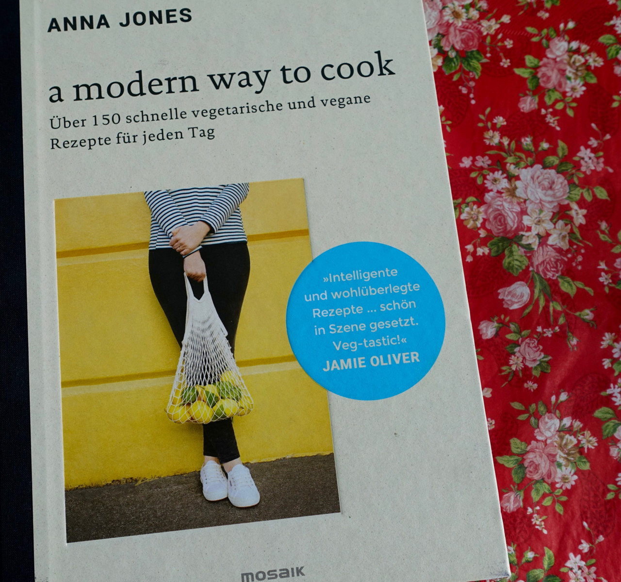 A modern way to cook: Vegetarisches Kochbuch von Anna Jones