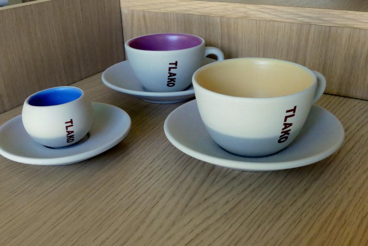 Die TLAKO-Designertassen im Verkaufsregal