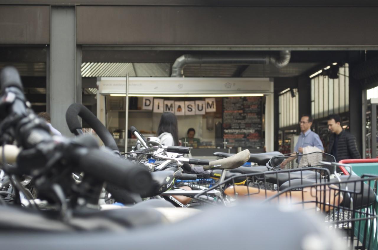 Teigtaschen to go direkt am Gleis. Foto: Lunchgate/Larissa.