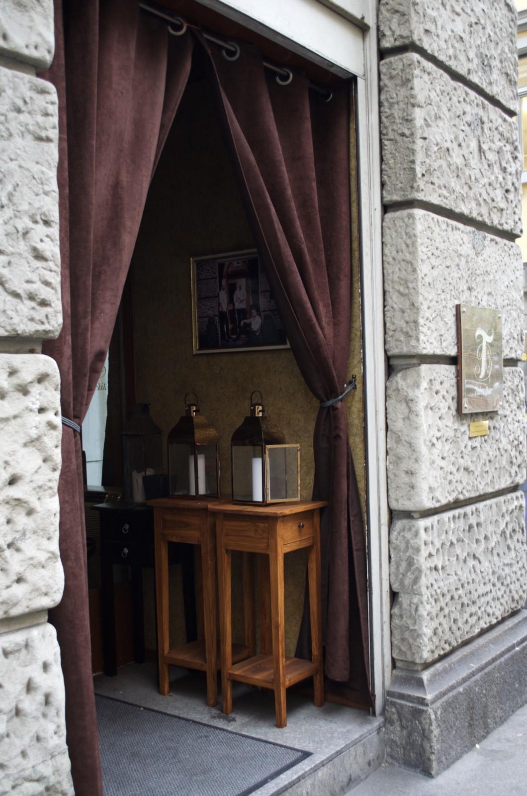 Trink- und Esskultur in der Tales Bar.