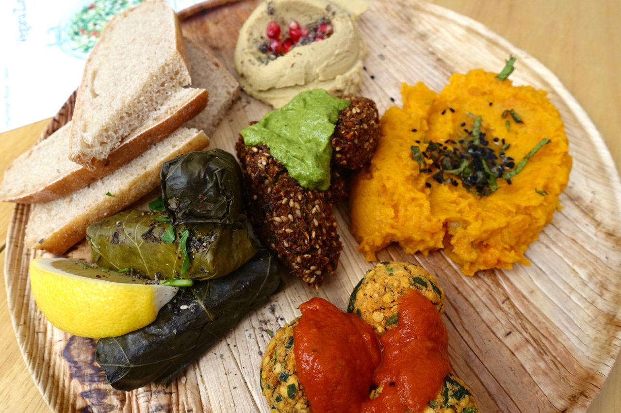 Diese und noch andere Mezze werden wir im Hammam Basar + Salon kochen und anschliessend zusammen geniessen.