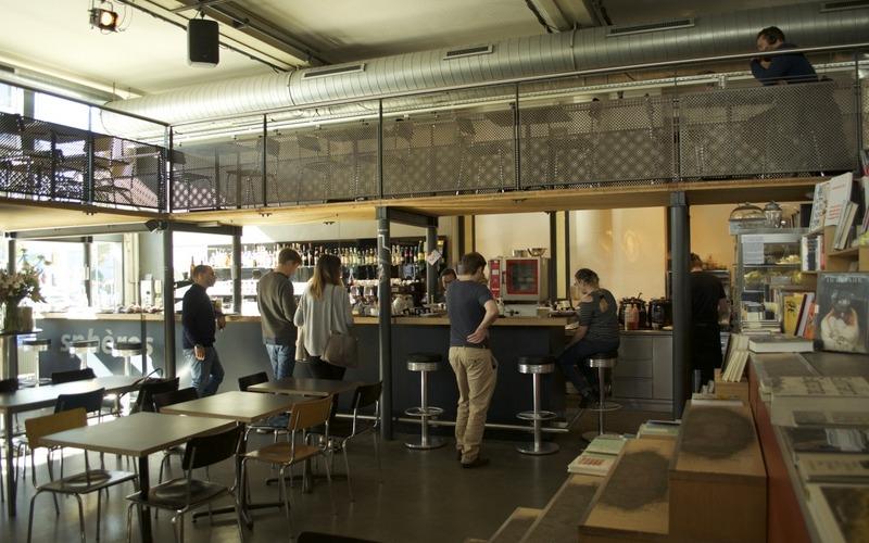 Zwei in Einem: Café und Buhchandlung am Escher-Wyss-Platz