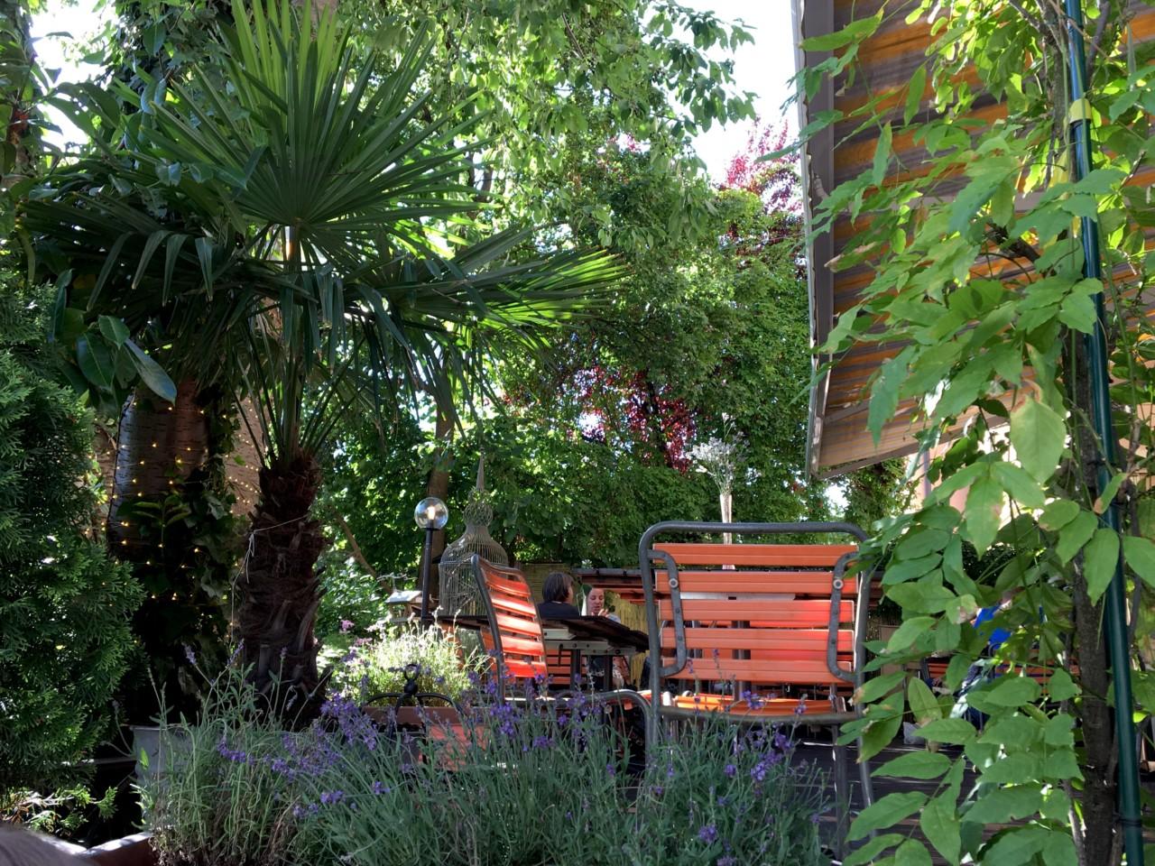 Viel Grün umgibt Freyas Sommer. Foto: Lunchgate/Simone