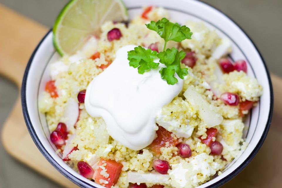 Couscous braucht ein, zwei Zutaten und wird zur feinen Mahlzeit. Foto: pexels