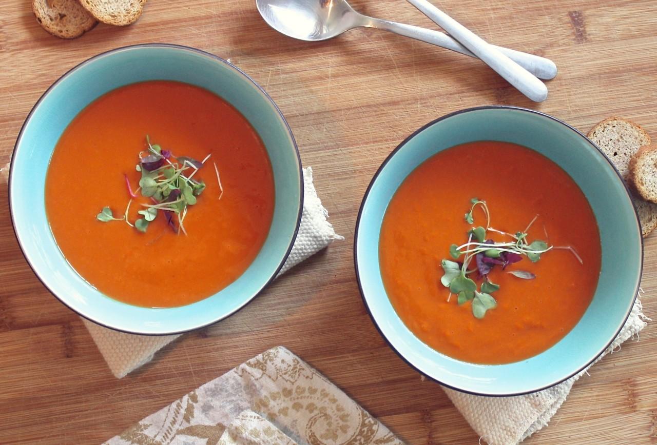 Gazpacho lässt sich einfach zubereiten und nach Belieben verfeinern. Foto: pexels