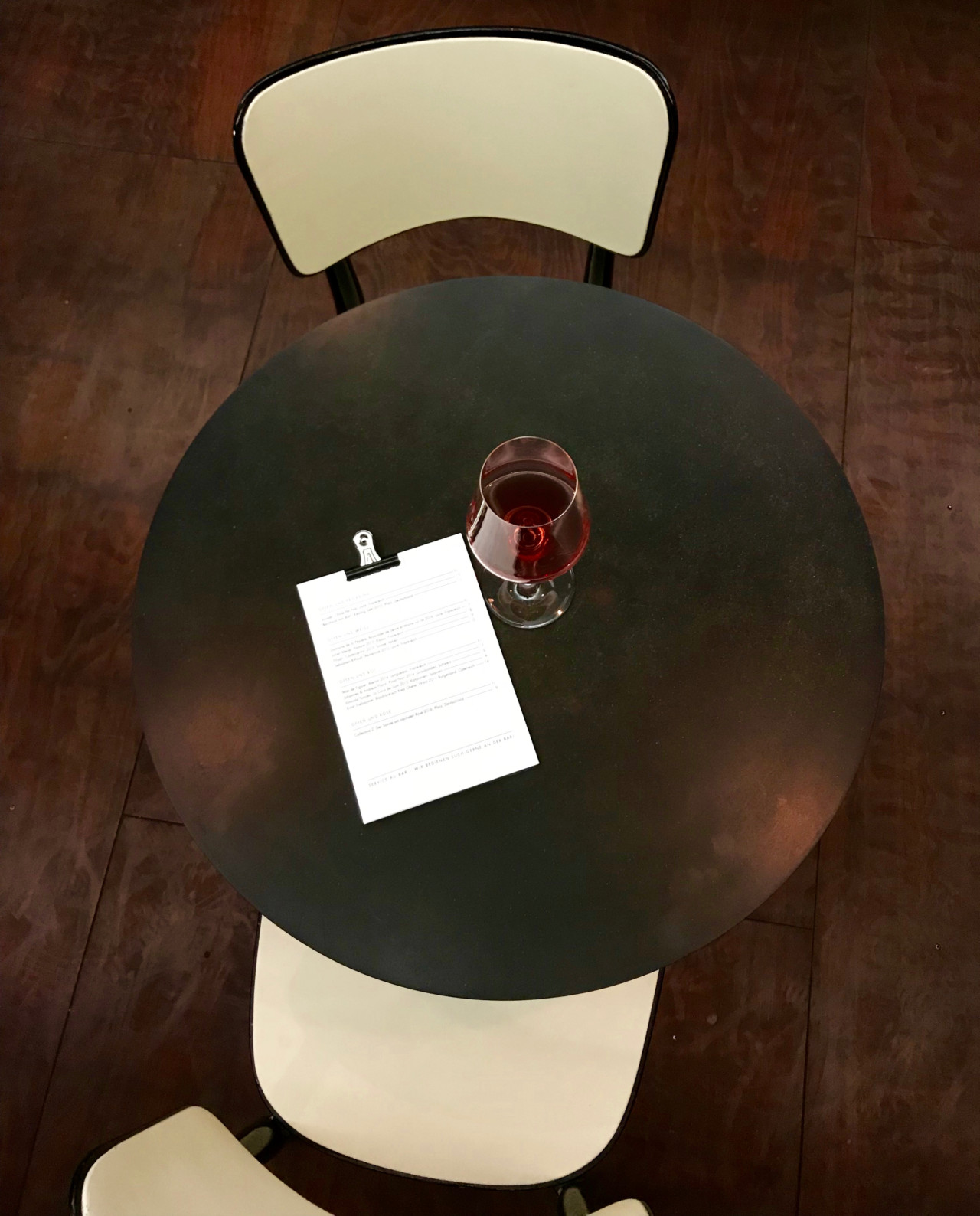 Wein-Punkt in Winterthur. Handverlesener Rotwein.