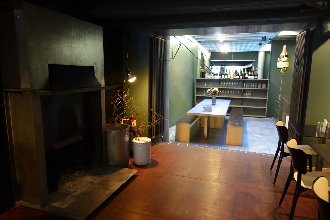Das Interieur des Wein-Punkts gleicht einem modernen Wohnzimmer. Foto: Lunchgate/Züri hät Hunger