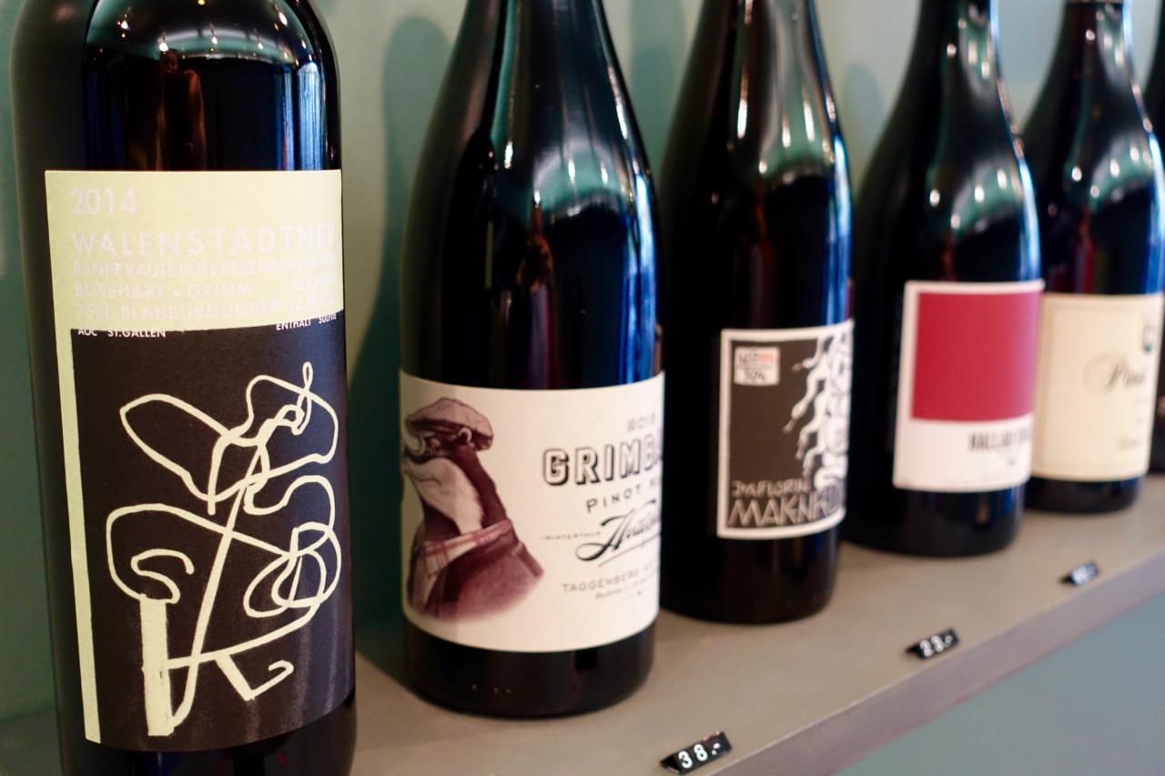 Das Weinangebot im Wein-Punkt ist auch schön fürs Auge und wird als stilvolle Dekoration verwendet.