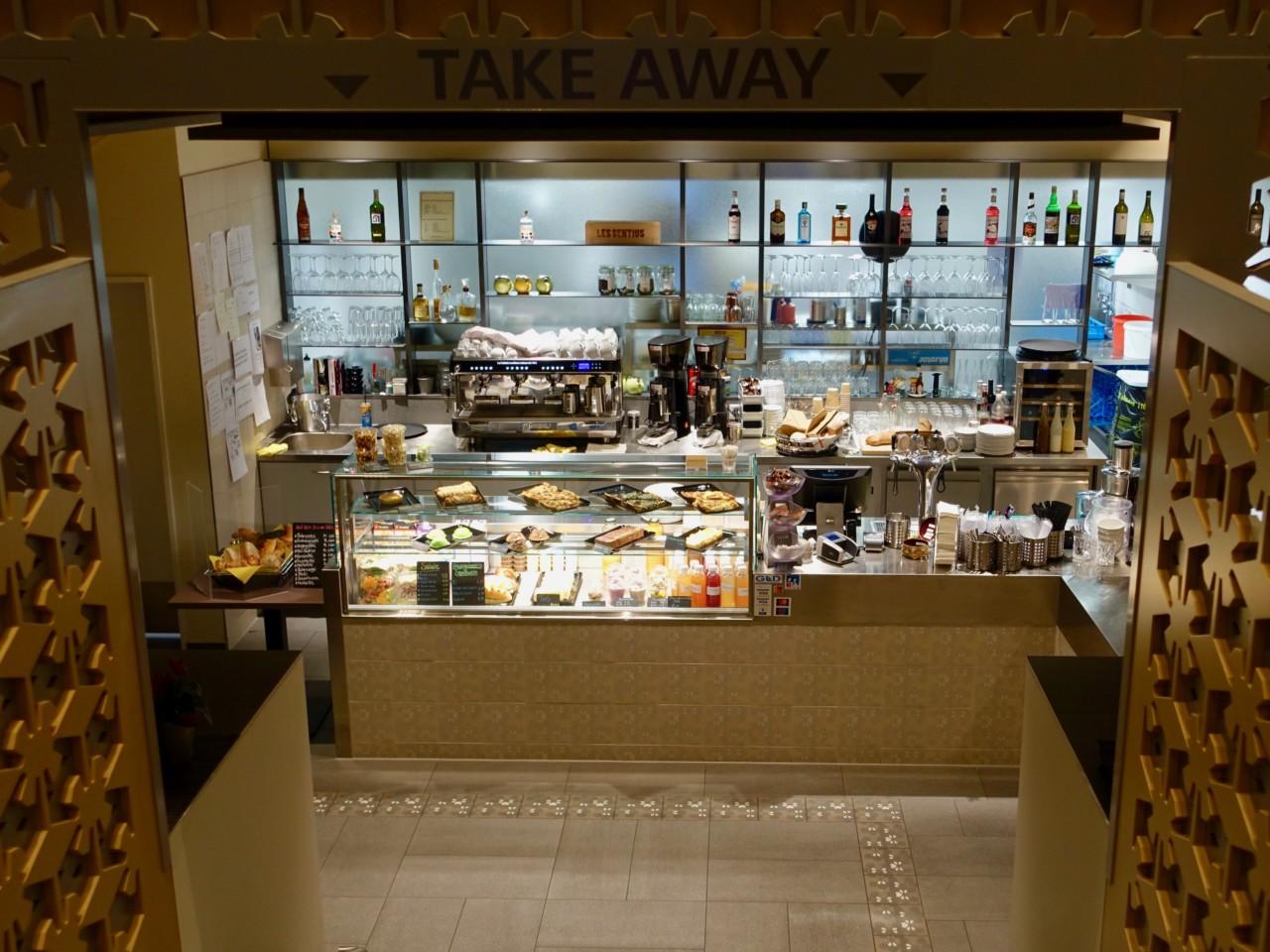 Die Küche und grosszügige Take-away Theke befinden sich im Untergeschoss. Foto: Lunchgate/Anna