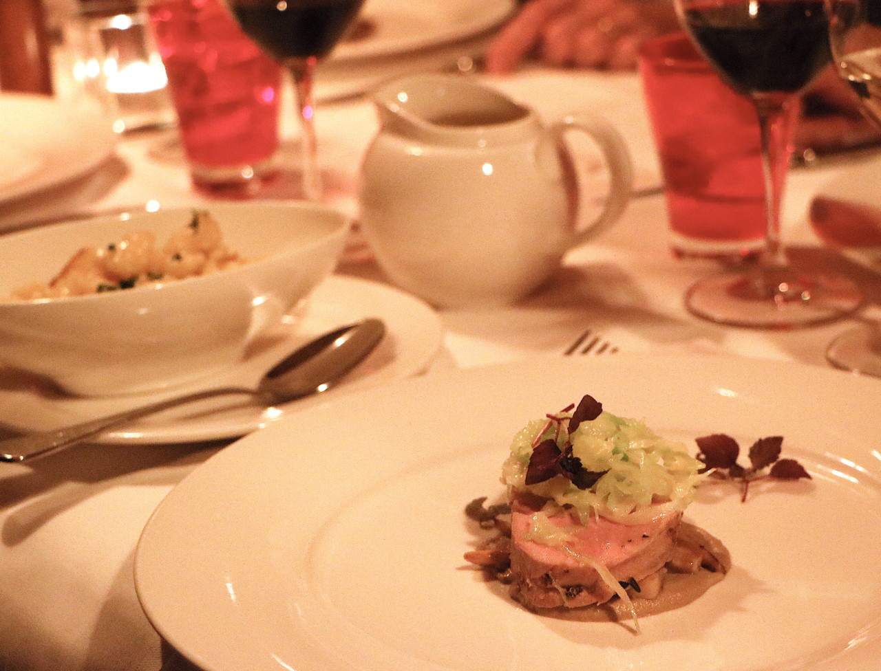 Kalbsmedaillon auf einer Sauce vom Herbsttrüffel, Champignons und Steinpilzen mit Spätzli.