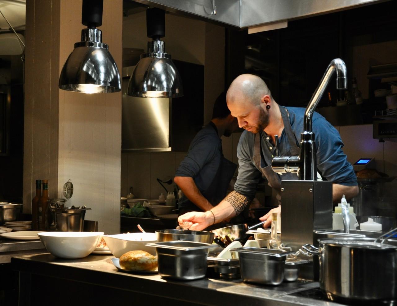 Im Mémoire kann man den Köchen bei der Kreation ihrer feinen Speisen zuschauen. Foto: Lunchgate/David