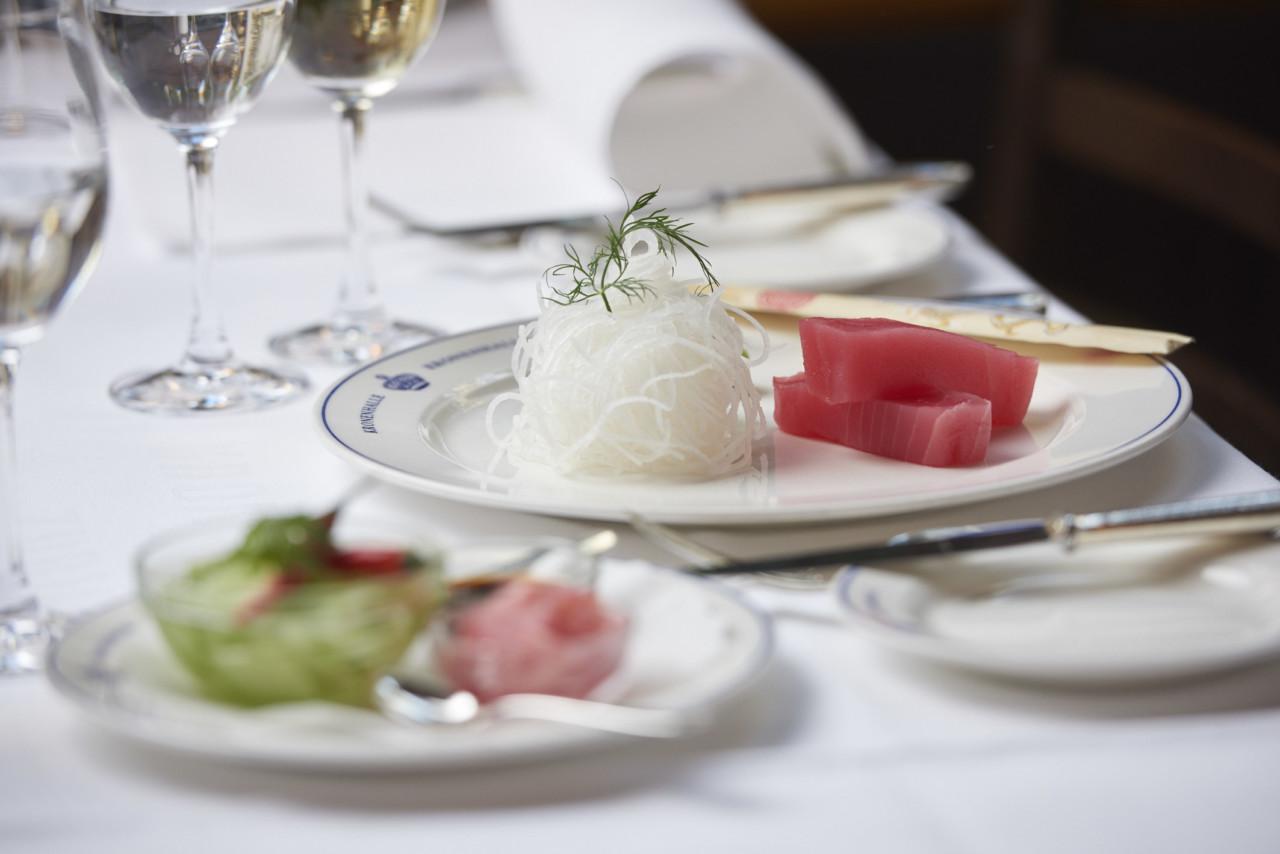Die Kronenhalle serviert erlesene Gerichte. Wie die Blinis aussehen? Um das zu sehen, muss man sie schon bestellen... Foto: Kronenhalle