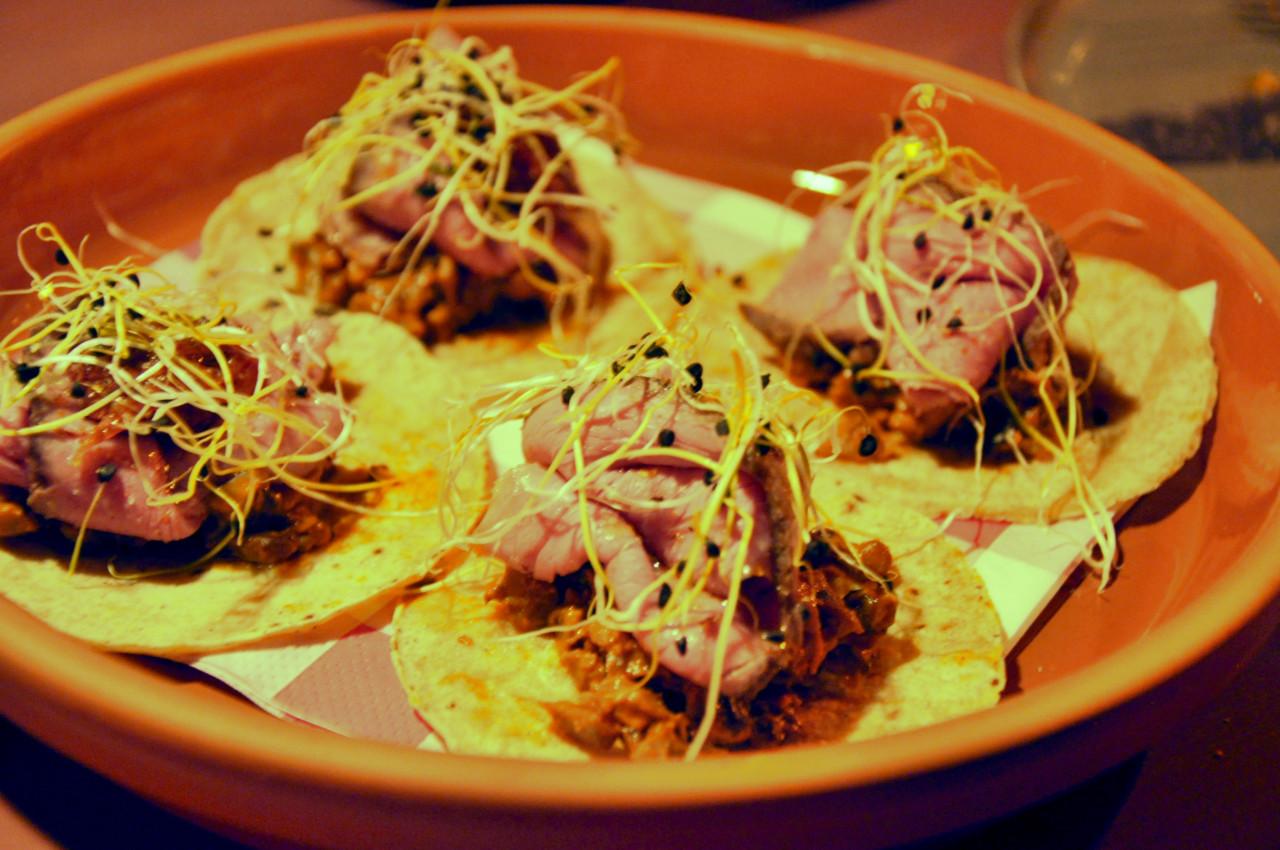 Taco mit Rindfleisch. Nur eine der Hauptspeisen in der Stadthalle.