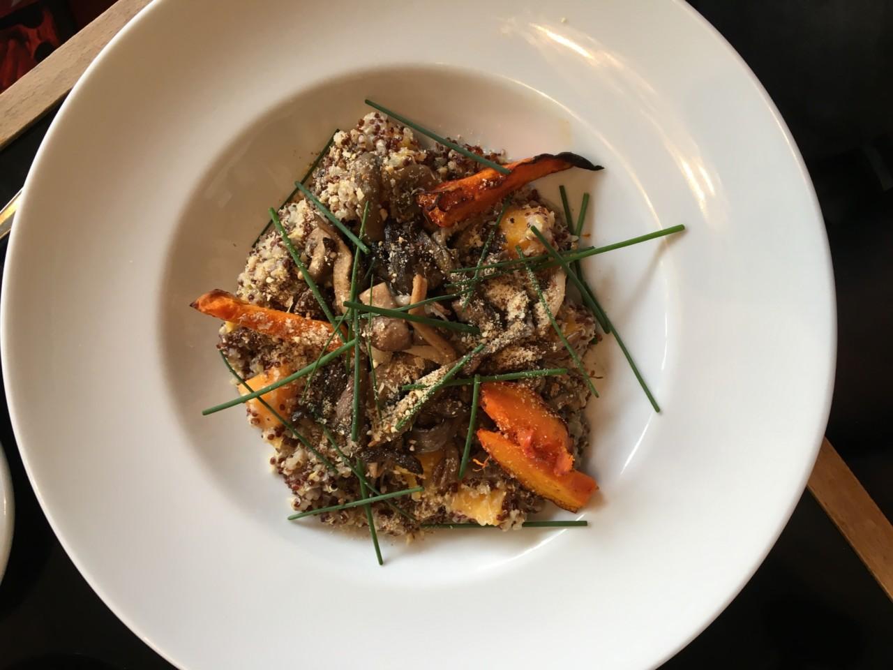 Quinoa-Risotto mit Wurzelgemüse im Elle'n'Belle.
