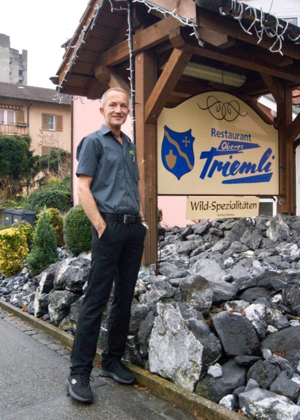 Der Geschäftsleiter Fritz Meier vor seinem Zürcher Restaurant Oberes Triemli.