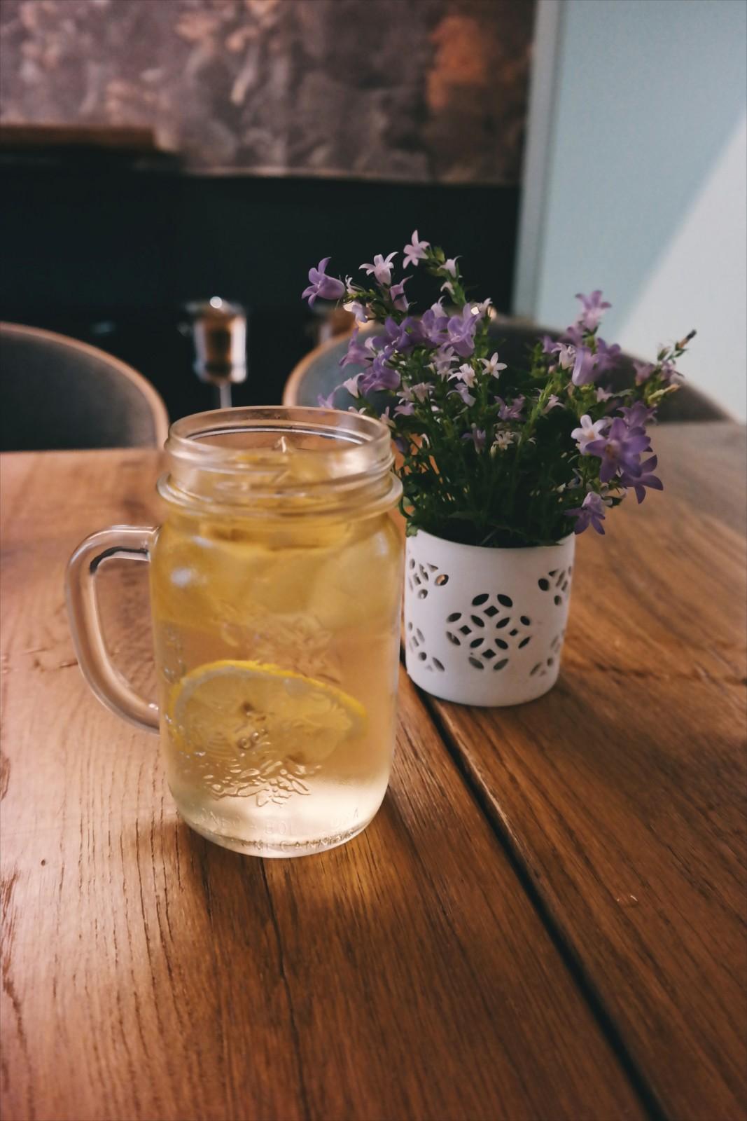 Limonaden und Eistees machen ist nicht schwierig - und die Grundzutat, gutes Wasser, ist sowieso vorhanden. Foto: Pexels
