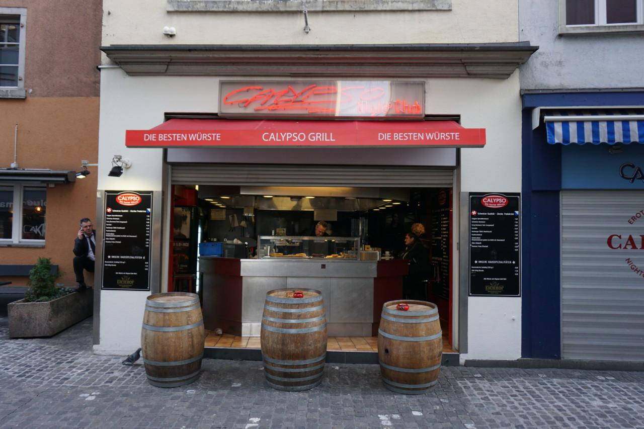 Das Wurstlokal Calypso neben dem gleichnamigen Nachtclub Foto: Lunchgate / Max