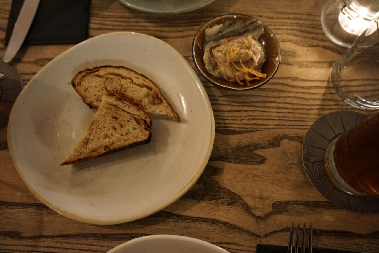 Anfänglich waren es 4 Stück Brot. Der Hunger war schneller als die Kamera. Foto: Lunchgate/Max