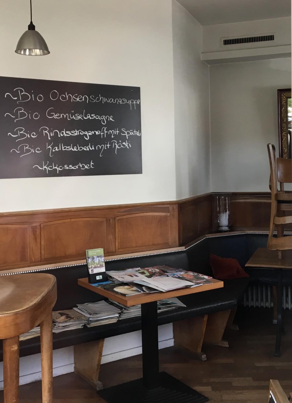 Das Bio-Restaurant Tüfi setzt auf elegante Gemütlichkeit. Foto: Lunchgate/Simone