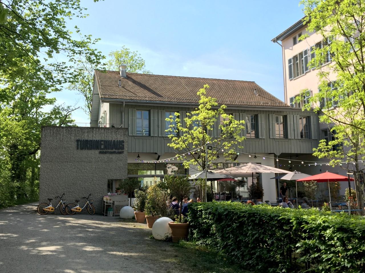 Ein schönes Gartenrestaurant mit einer bewegten Geschichte: Das Turbinenhaus. Foto: Lunchgate/Simone