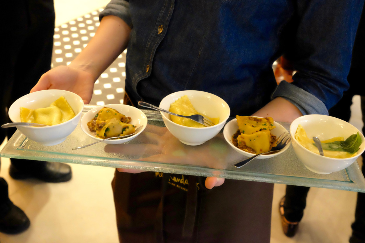 Zwei der Signature Pasta Gerichte von Küchenchef Wolfgang Galvis zum Probieren: Frische Agnolotti und Ravioli. Foto: Lunchgate/Anna