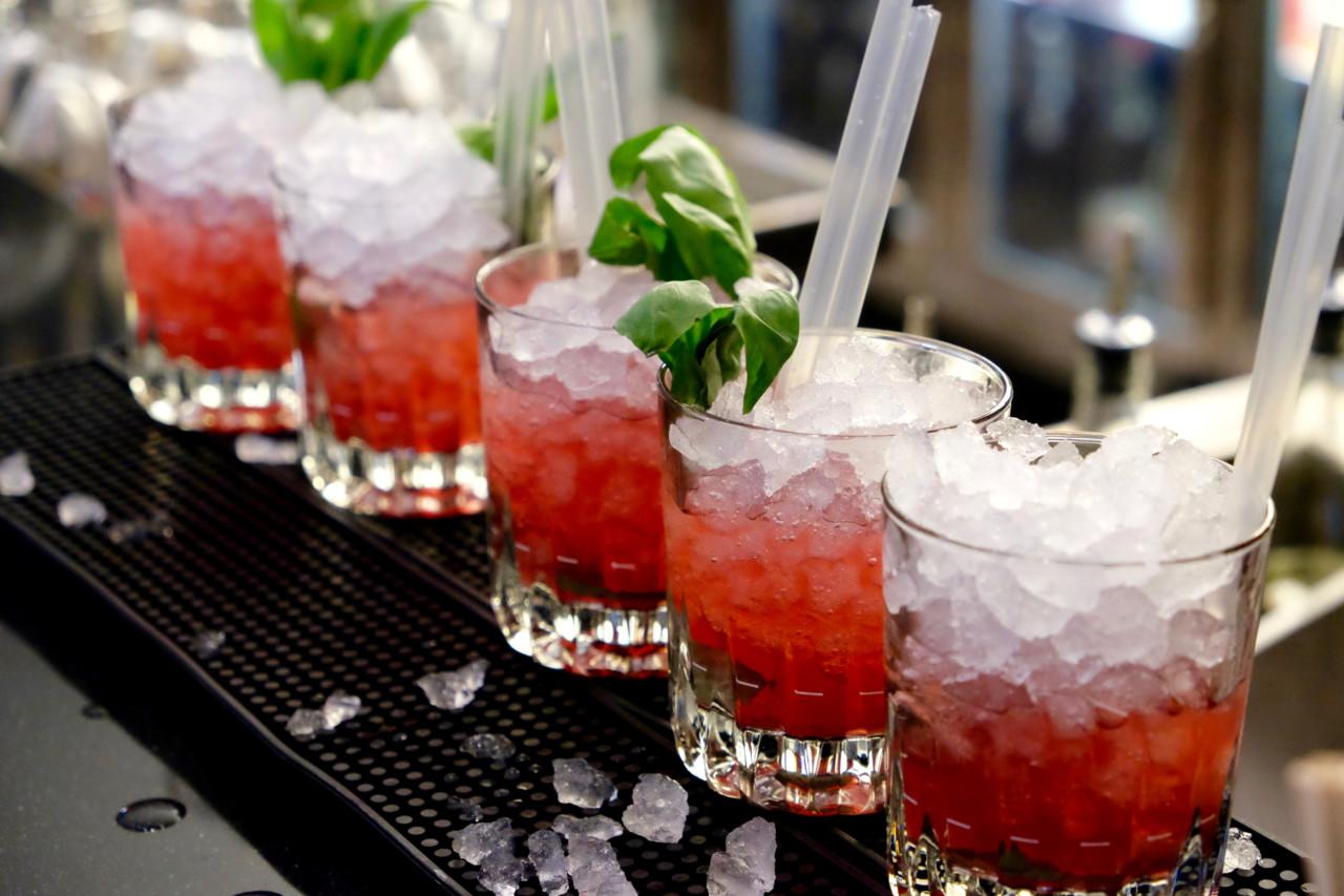 Place to be für deinen Afterwork-Apéro: An der Bar im neuen Theo Randall's kriegst Du auch feine Cocktails! Foto: Lunchgate/Anna
