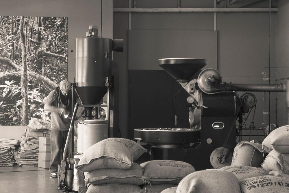 Dani von Kaffeepur kennt sein Handwerk - der Kaffee am Dinner ist garantiert selbstgeröstet. Foto: Kaffepur