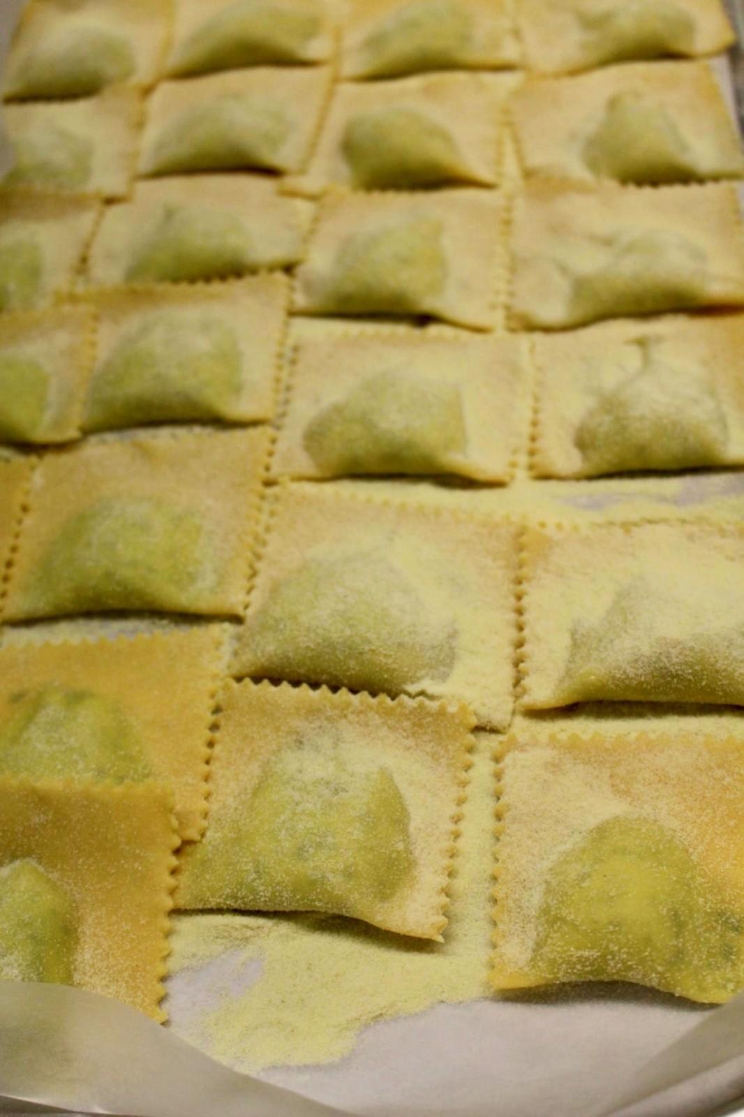 Seine Ravioli produziert Wolfgang jeden Tag ganz frisch. Ihre knallige Farbe kriegen sie von dem grossen Eigelb-Anteil. Foto: Lunchgate/Lea