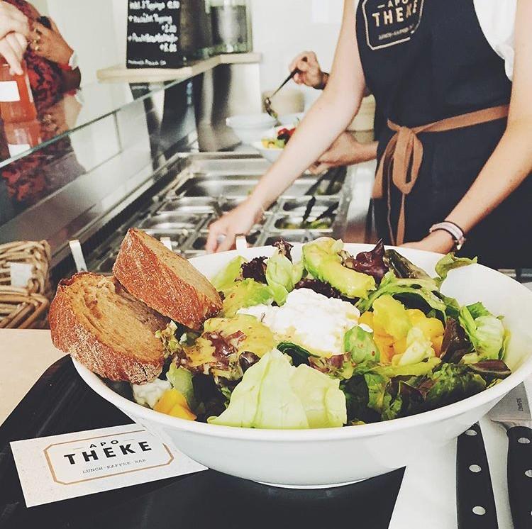Dein Salat wird dir an der Salattheke ganz nach Lust und Laune frisch zusammengestellt. Foto: PURO