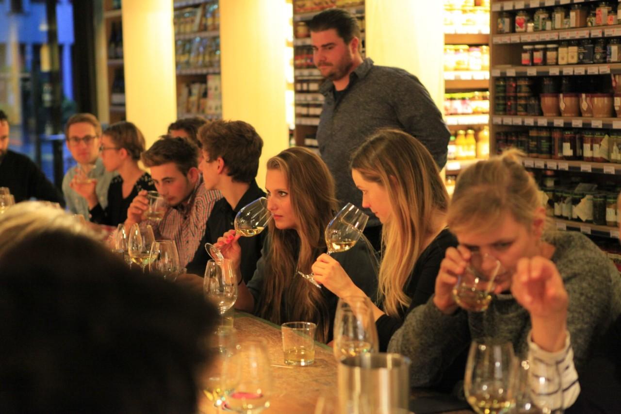Wie die Naturweine wohl schmecken? Du erfährst es an diesem Abend bestimmt. Foto: FOOD ZURICH