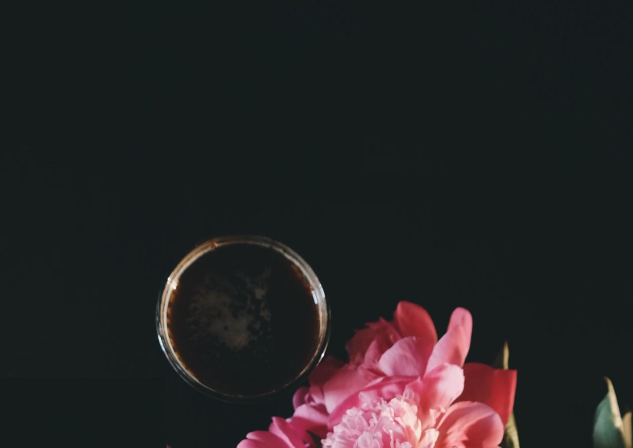 Kaffee wird glorifiziert und mystifiziert - aber vielleicht bringt das Kaffee-Dinner ja Licht ins Dunkle. Foto: Pexels