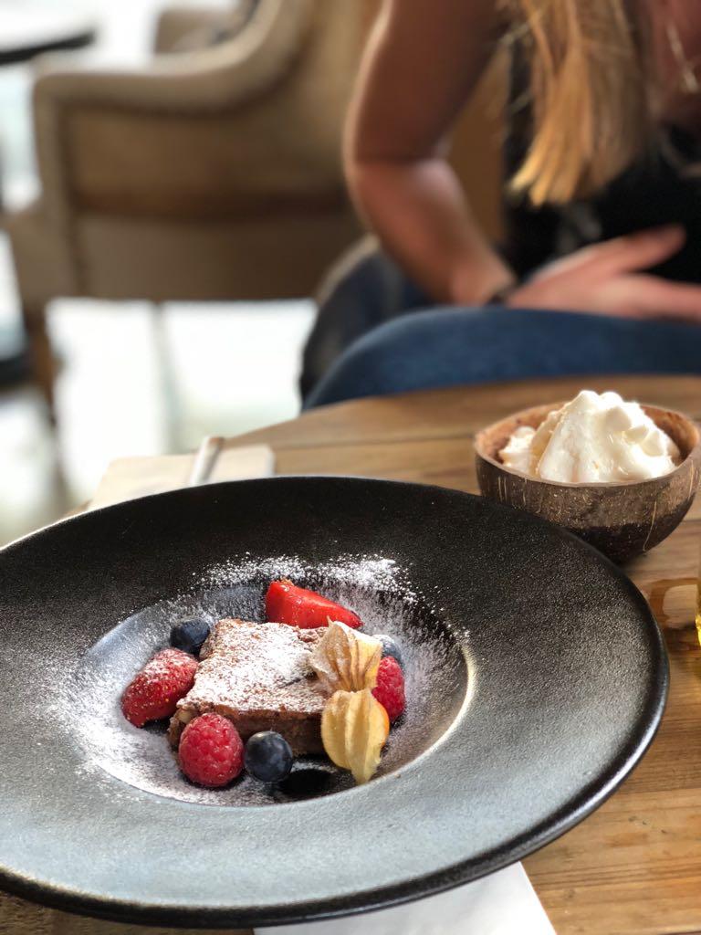 Brownie und Kokoseis zum Nachtisch. Foto: Lunchgate/Manu