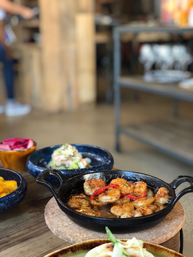 Die Gambas kommen scharf, würzig und brutzelnd an den Tisch... so muss es sein. Foto: Lunchgate/Simone