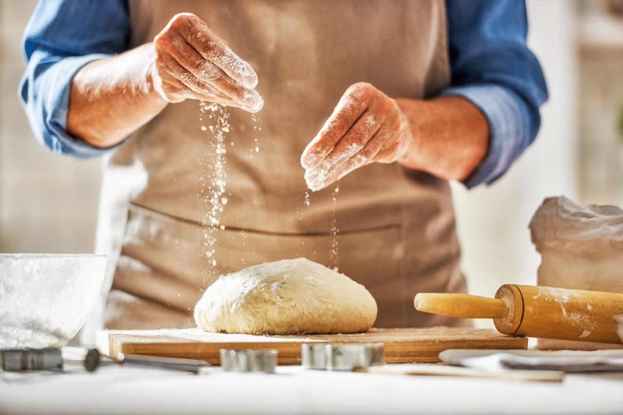 In den Kochkursen der Klubschule Migros kannst Du selber Hand anlegen, etwa beim Brot backen. Foto: Klubschule Migros