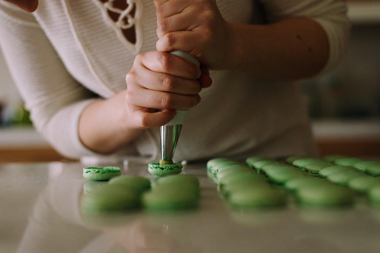 Macarons machen ohne Mühe: Der Backkurs macht's möglich.
