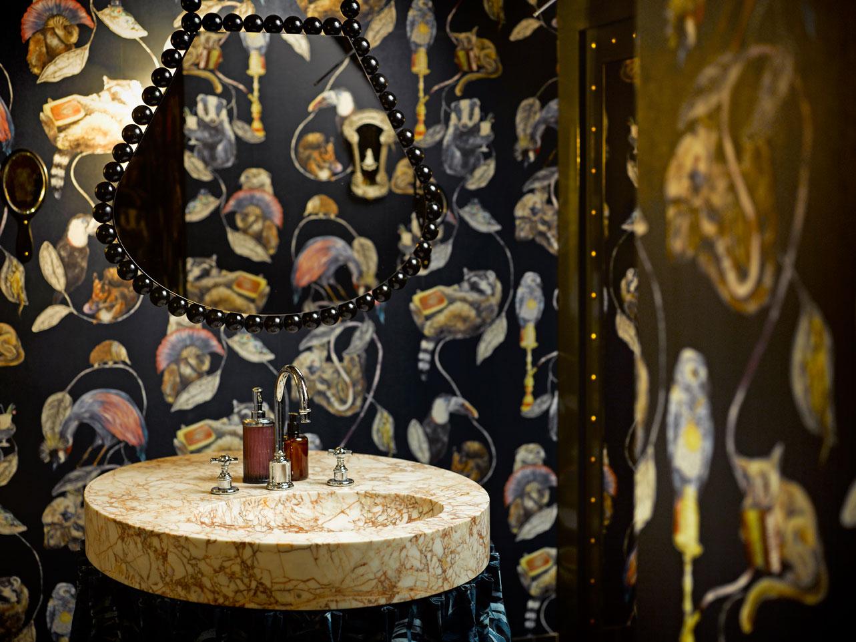 Pompös und extravagant, so dürfen gerne mehr Waschräume sein. Foto: Martin Guggisberg via swissarchitects