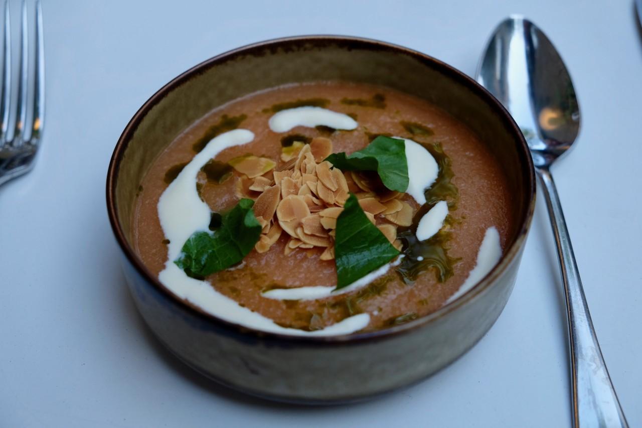 Nicht nur hübsch, sondern auch geschmacklich top. Das Melonengazpacho. Foto: Lunchgate/Anna