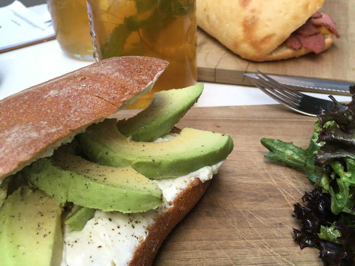 Kafi Freud am Mittag mit feinen Sandwiches. Foto: Lunchgate/Lea