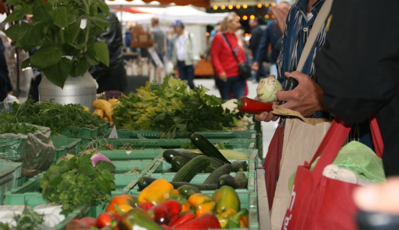 Frisches Gemüse am Wochenmarkt
