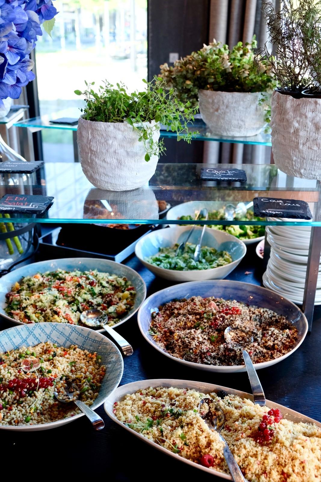 Hier ist der Name Programm: Ein Bruchteil des leckeren und farbenfrohen Vegi-Buffets im Restaurant BUNT.
