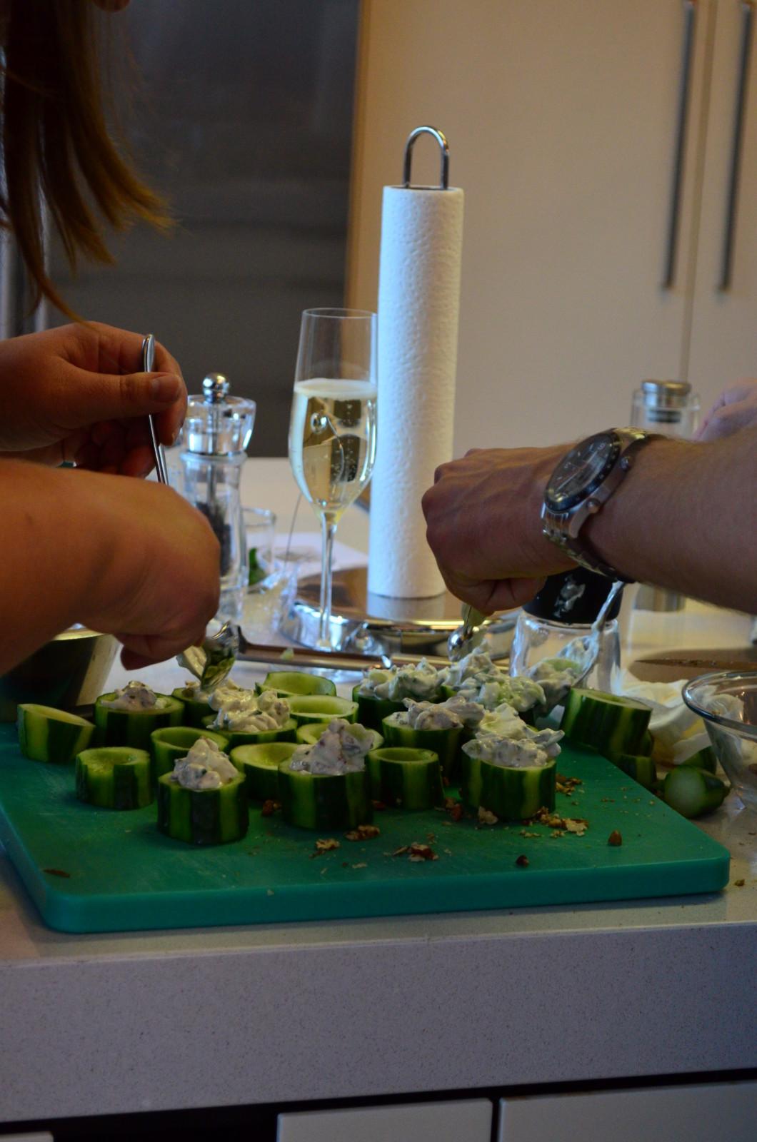 Zusammen kochen schafft Berührungspunkte – und führt vielleicht zu einem zweiten Date? Foto: Lunchgate/Corina