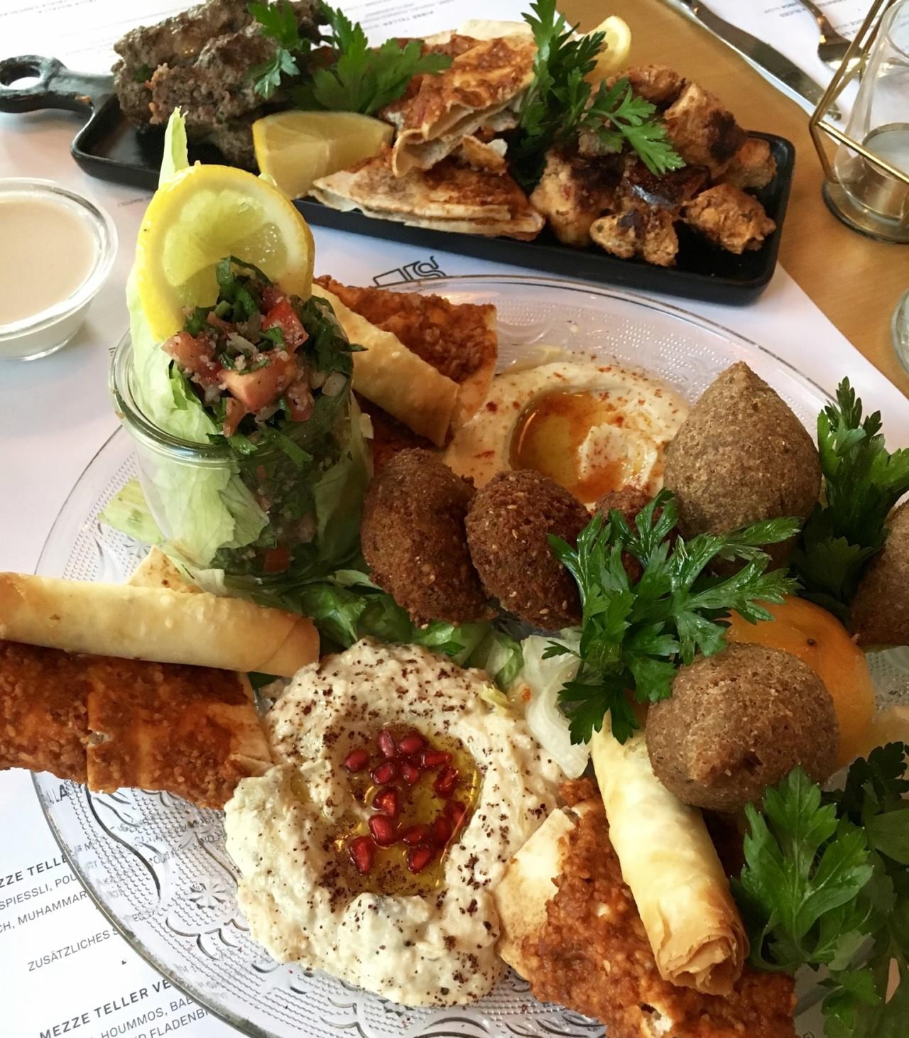 Auf den Mezze-Tellern ist für jeden Geschmack etwas dabei. Foto: Lunchgate/Nadine