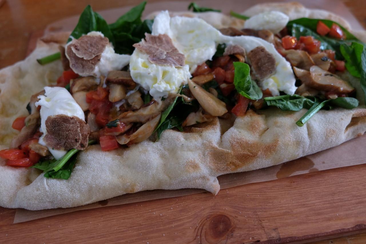 Die leckere Pinsa mit ihrem luftig-leichten Teig – definitiv ein #lunchgoal! Foto: Lunchgate/Anna