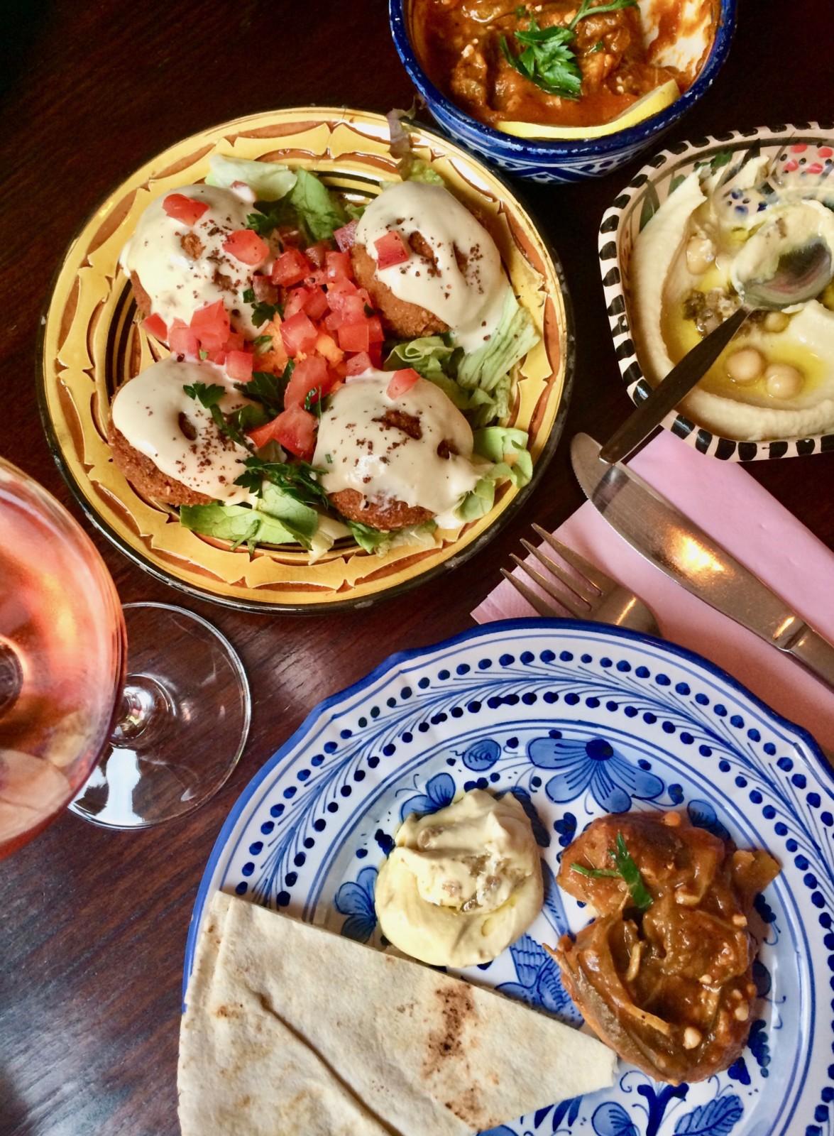 Mezze-Stillleben im neuen SimSim Restaurant in Oerlikon. Und das Essen ist genauso gut, wie es aussieht. Foto: Lunchgate/Anna