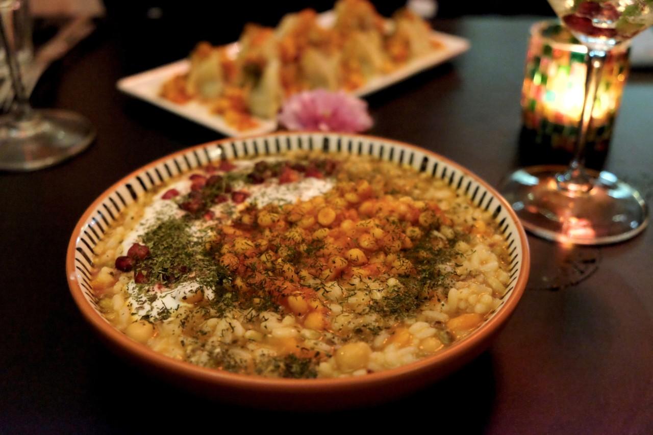 Hauptspeisen auf Afghanisch: Shola Gorbandi und Mantu. Beide vegetarisch, beide hervorragend. Foto: Lunchgate/Anna