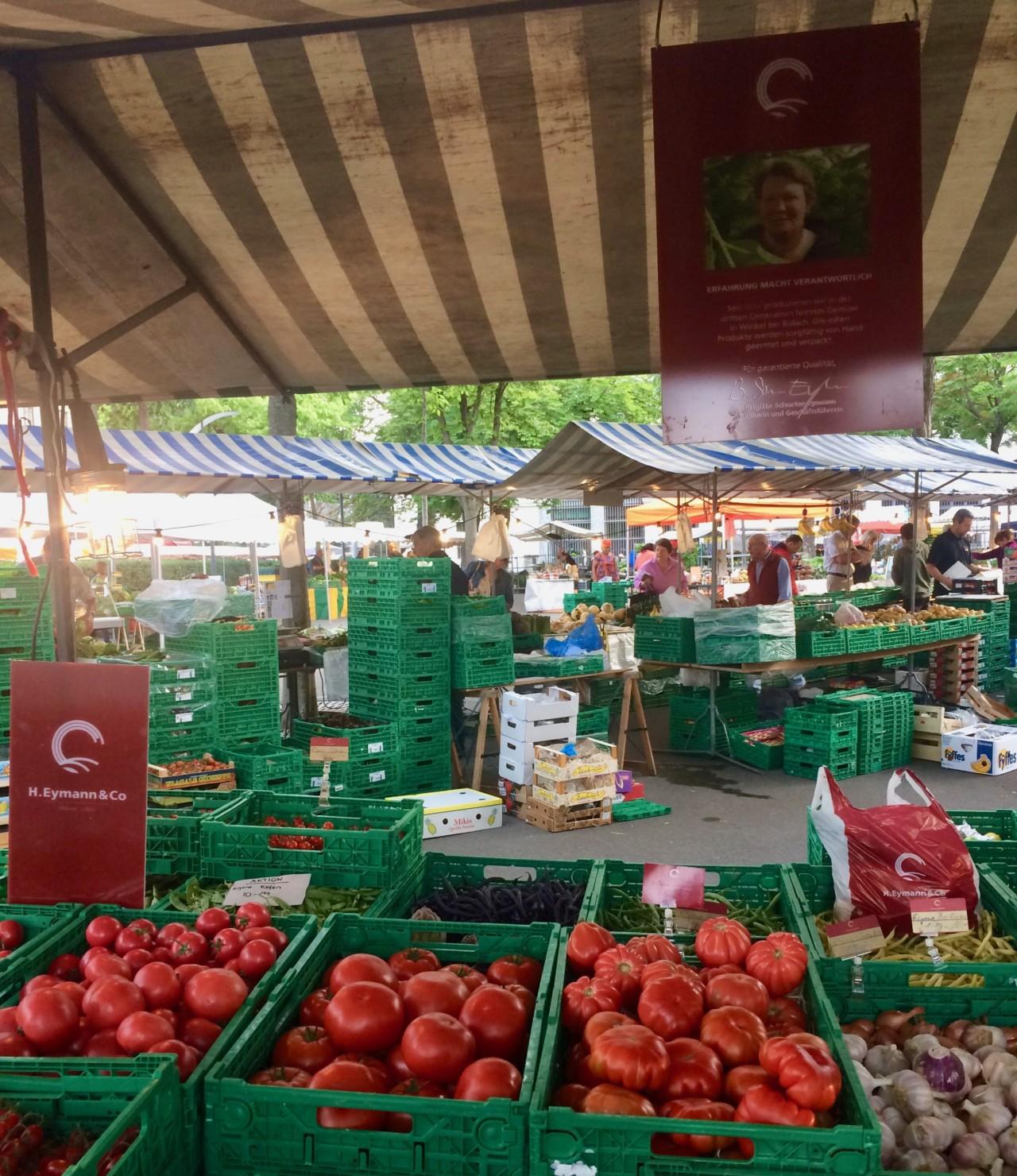 Einer meiner Lieblingsorte, der Bürkliplatz Wochenmarkt. An diesem Stand wird nur eigens angebautes Gemüse verkauft, und die Marktfahrerinnen sind unglaublich grosszügig. Foto: Lunchgate/Anna
