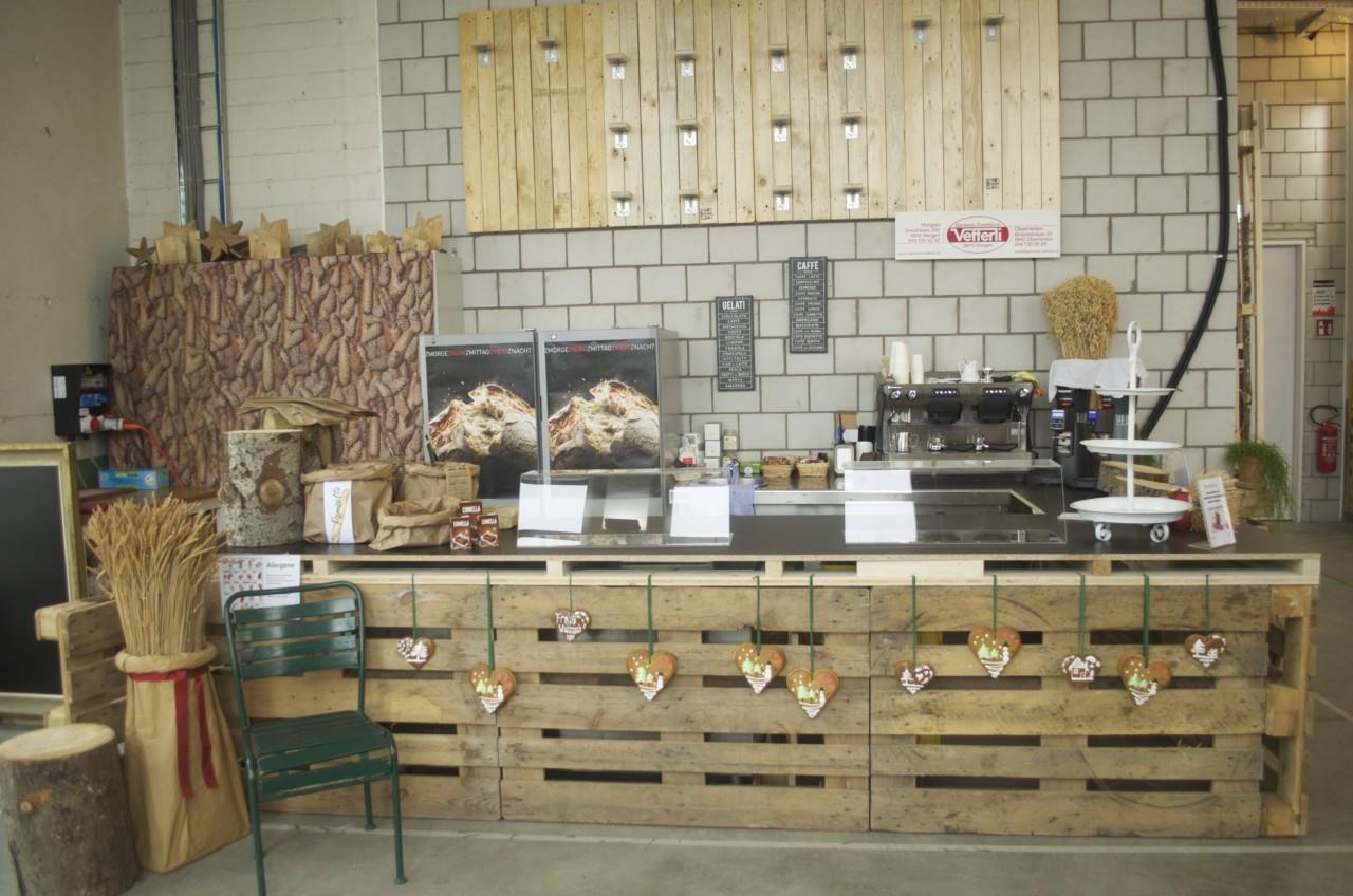 Die Horger Bäckerei und Konditorei Vetterli verkauft frisch gebackenes Brot, kleine Süssigkeiten und Kaffee. Foto: Lunchgate/Larissa.