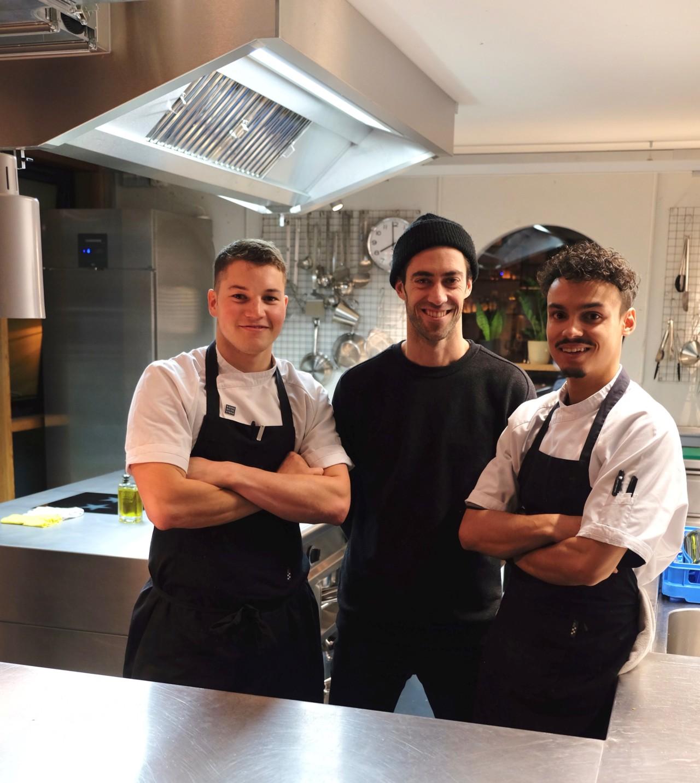 Pascal, Roger und Linus (v.l.n.r.) in der offenen Küche des neueröffneten Riders Restaurants. Foto: Lunchgate/Anna