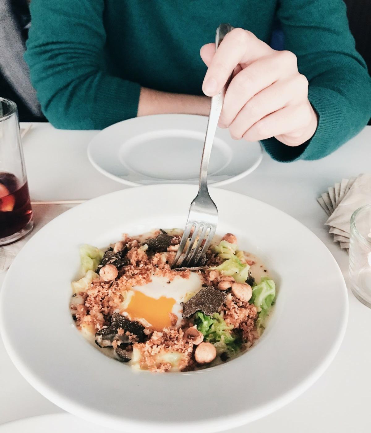 Kleiner Teller Nummer 2: Das getrüffelte Onsen-Ei. Foto: Lunchgate/Marina